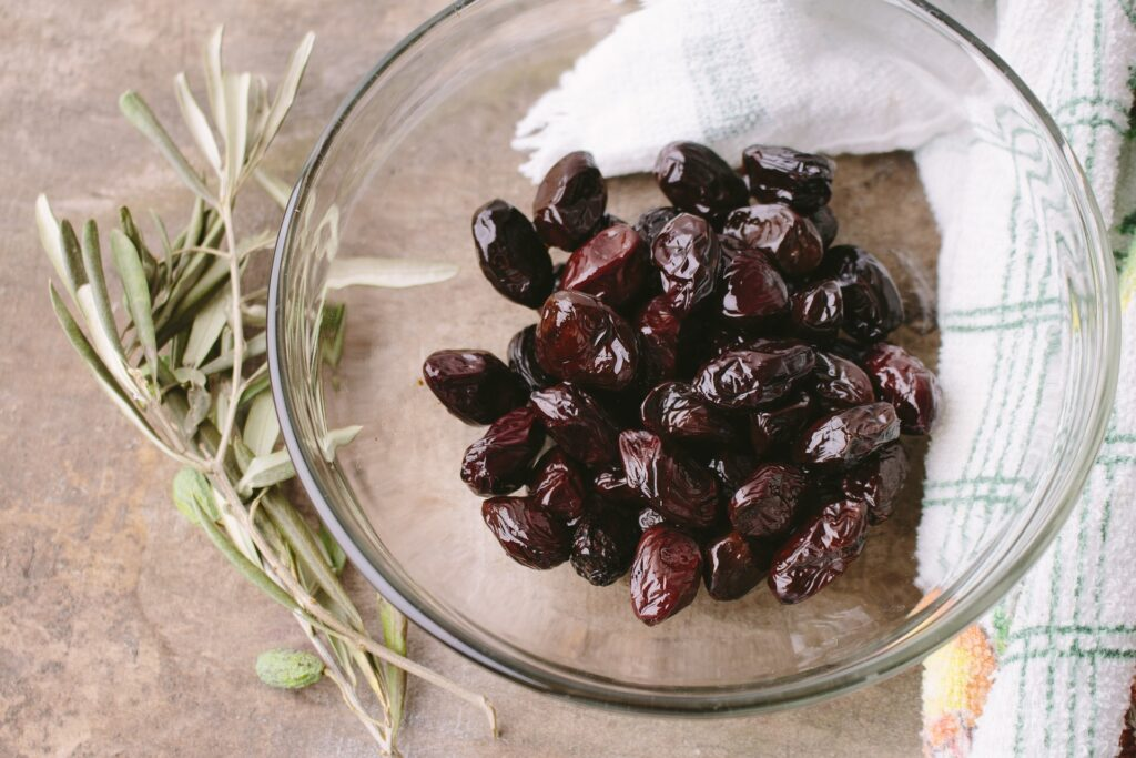 Olives are foods with healthy fats