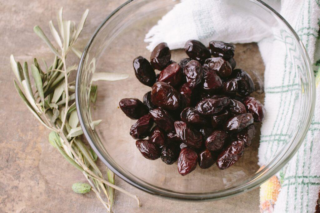 Oliven sind Lebensmittel mit gesunden Fetten