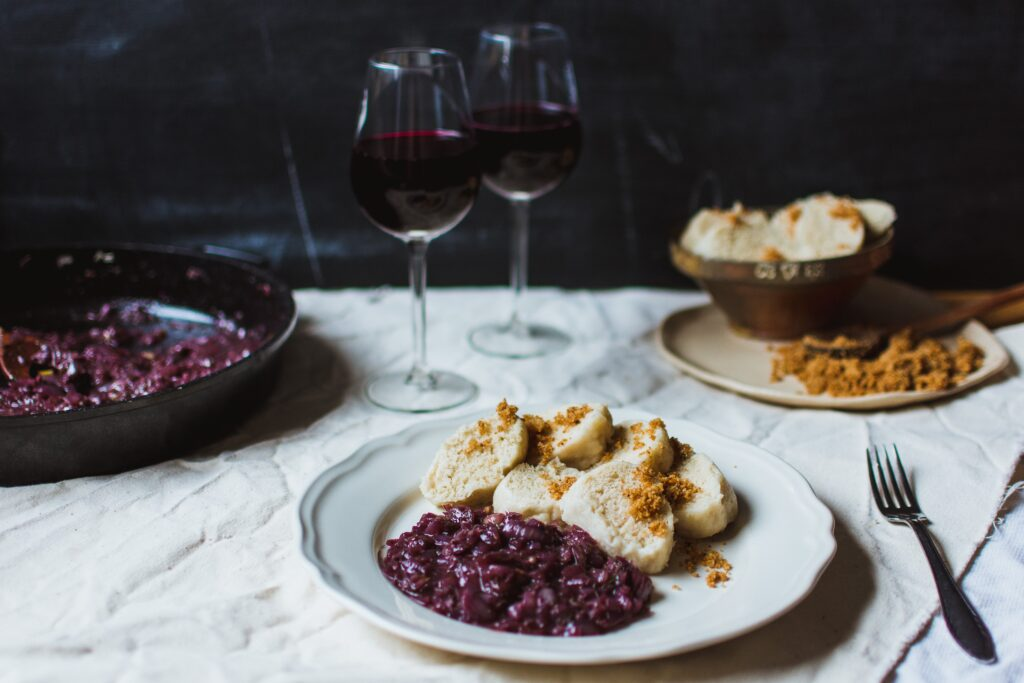 The best time to drink red wine for heart health is at mealtimes