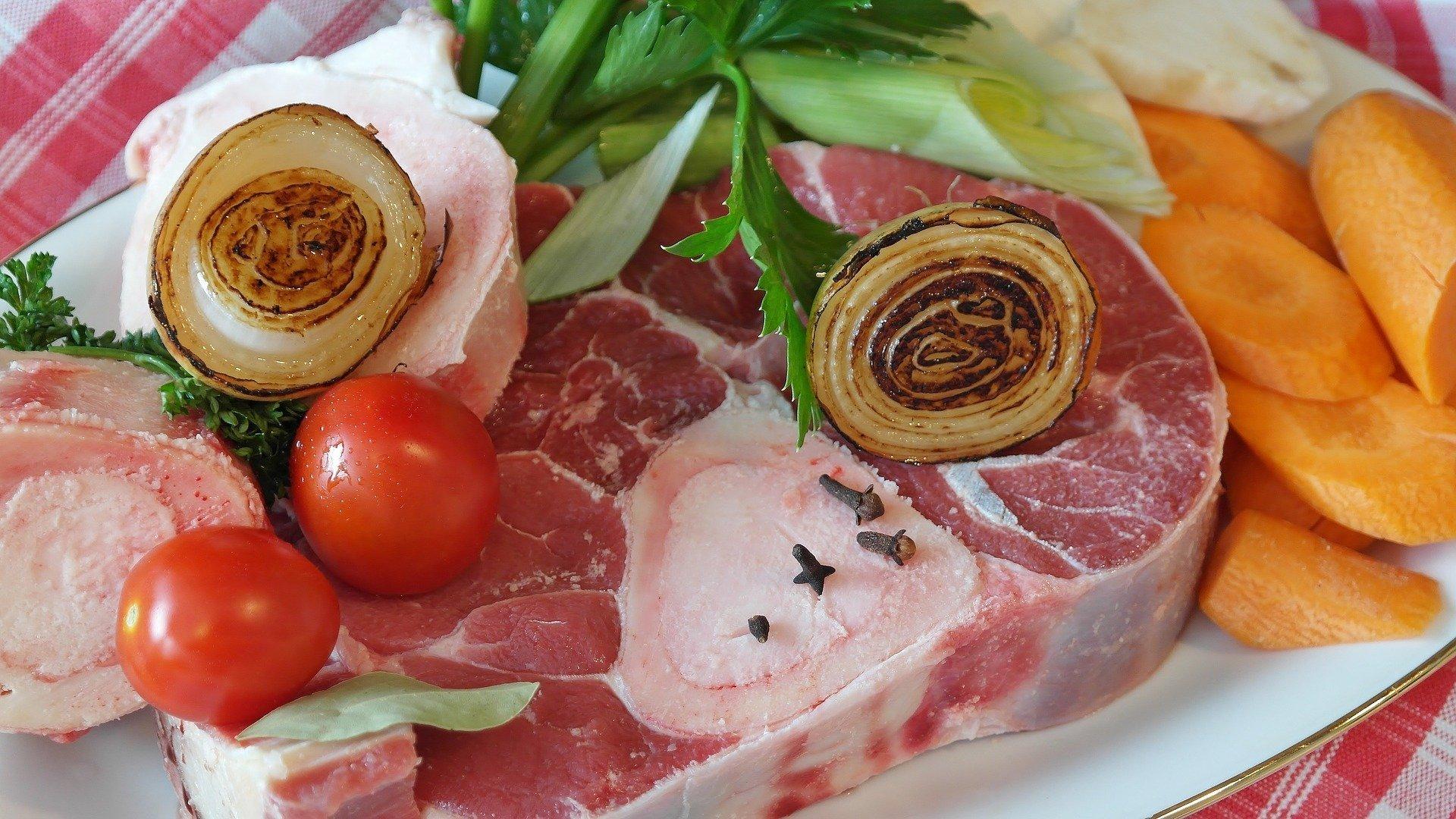 Knochenmark und Knochenbrühe sind natürliche Lebensmittel mit Kollagen