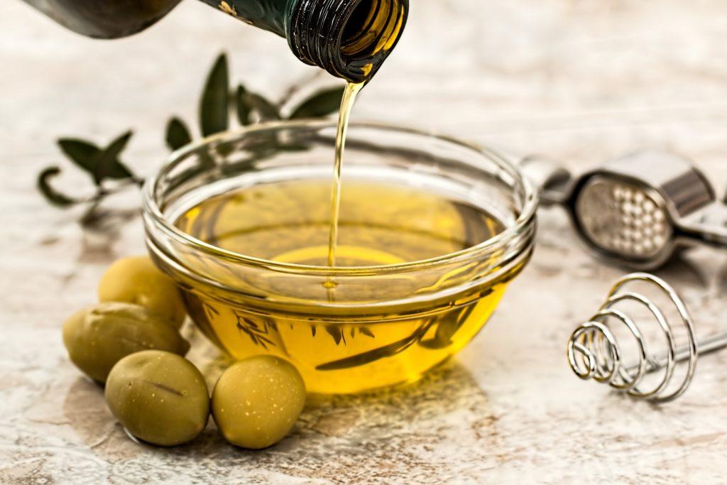 Olivenöl ist der Klassiker unter den einfach ungesättigten Fettsäuren