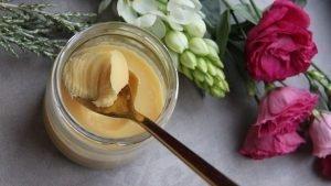 Was ist Ghee? 7 Gründe, warum Ghee statt Butter gesund ist