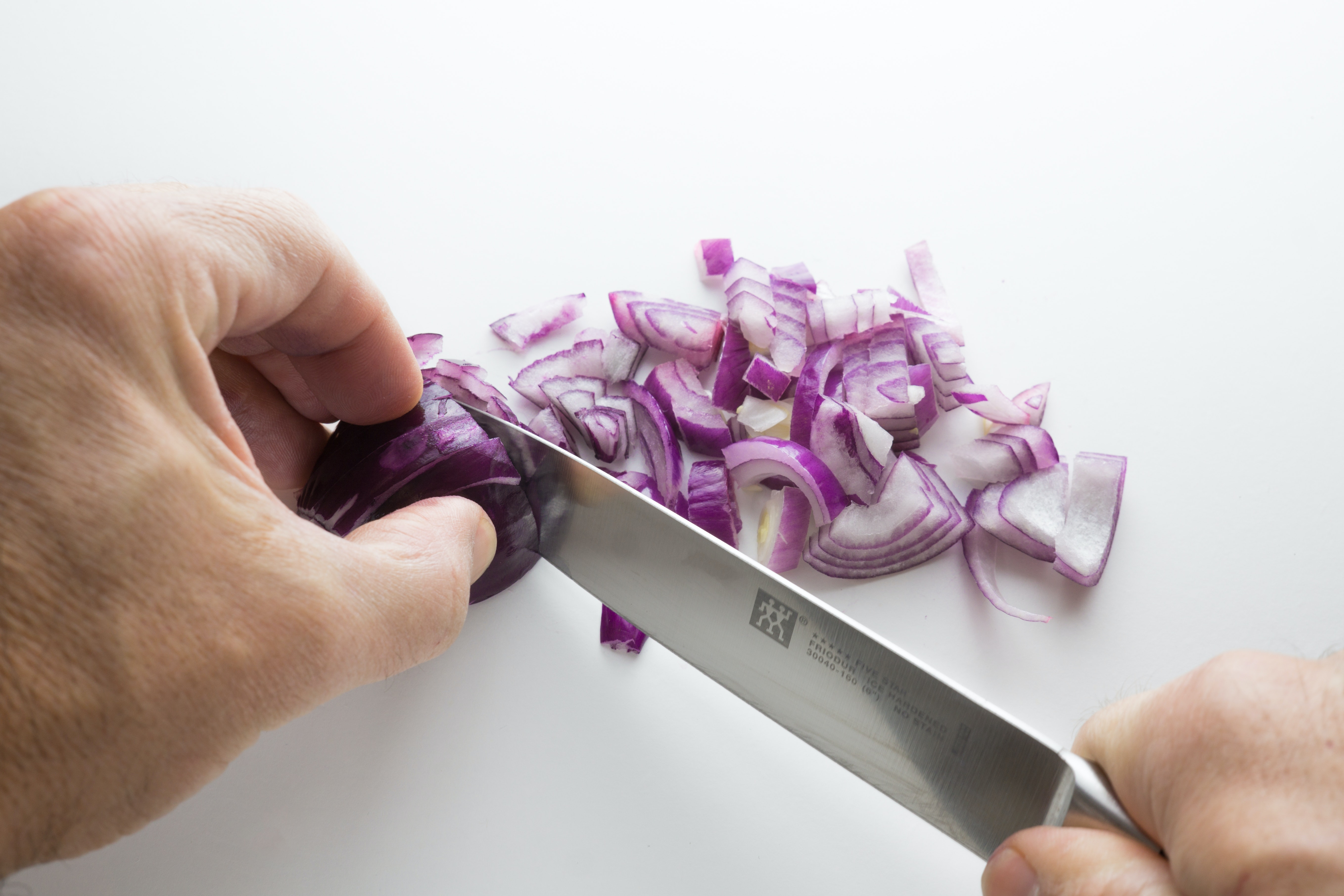 Red onion offers incredible benefits for health due to antioxidant anthocyanins