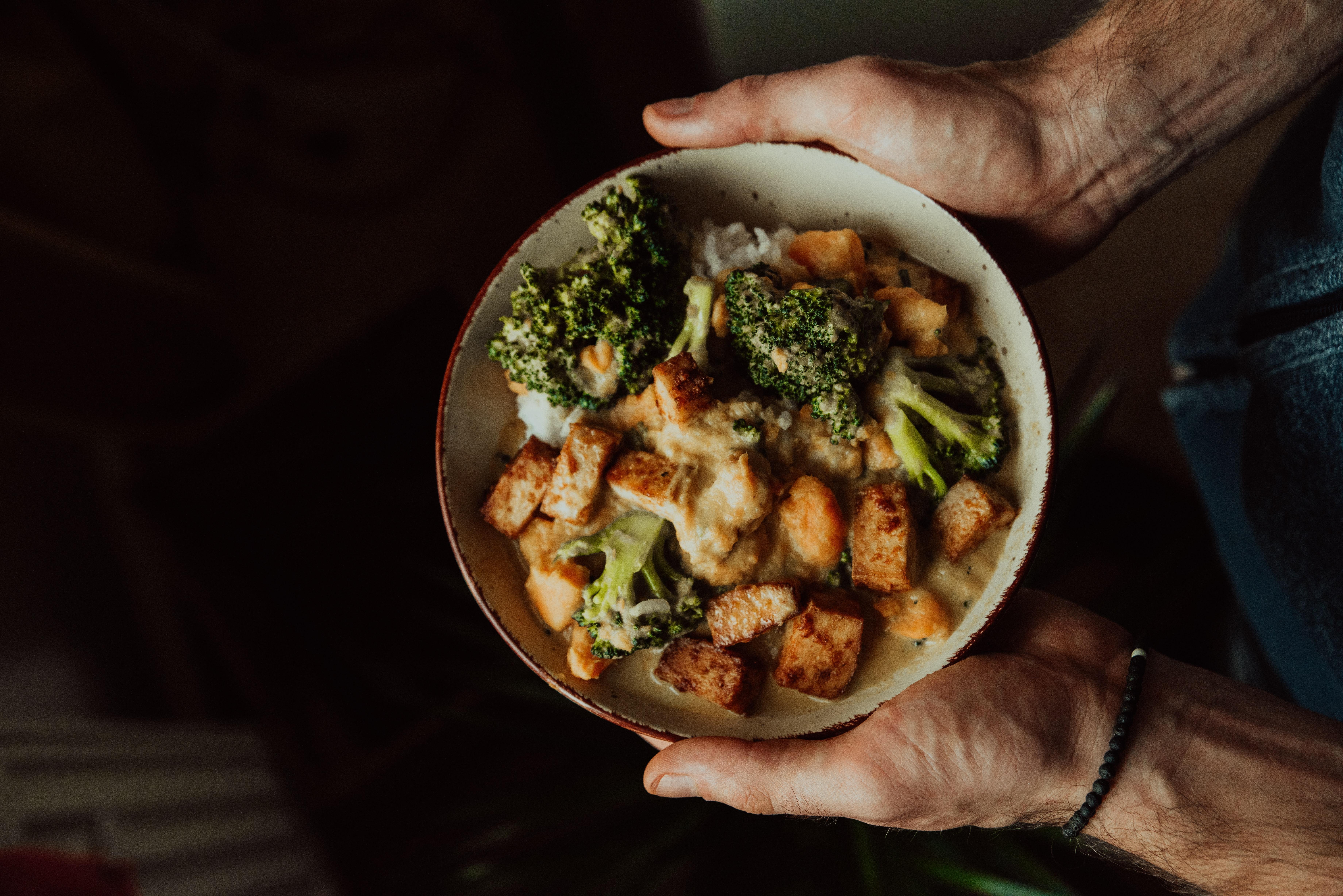 Brokkoli und Lachs enthalten Schwefel