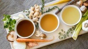 Knochenbrühe selber machen: Rezept für Fasten, Keto, Paleo