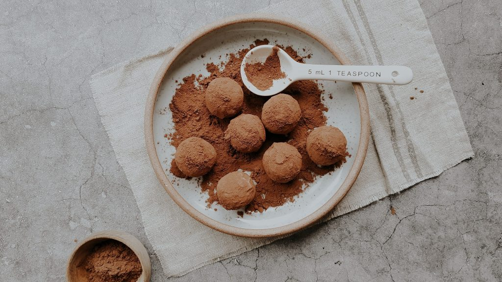 Fat bombs are snacks helping keto beginners to stay full longer
