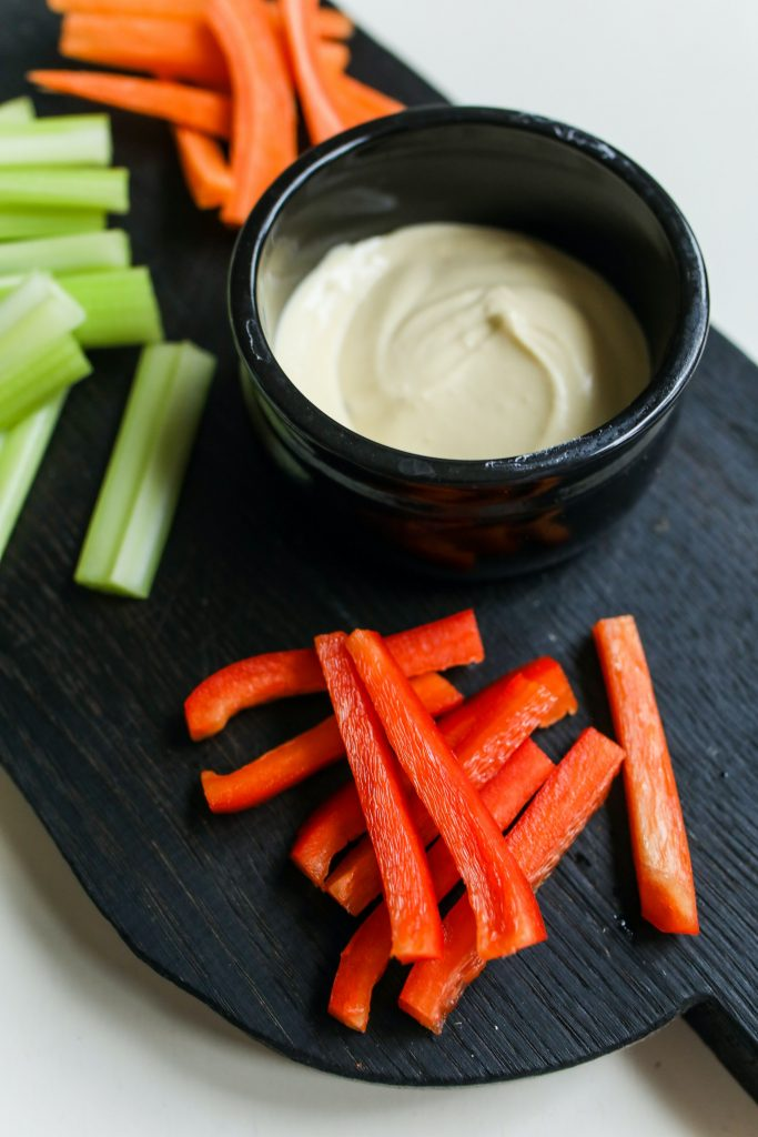 Veggie Sticks aus Stangensellerie, Karotten und Paprika