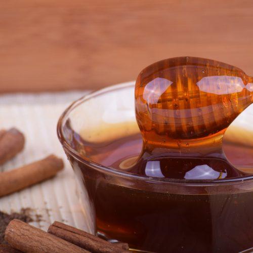 Honig-Zimt-Maske gegen Pickel und Falten