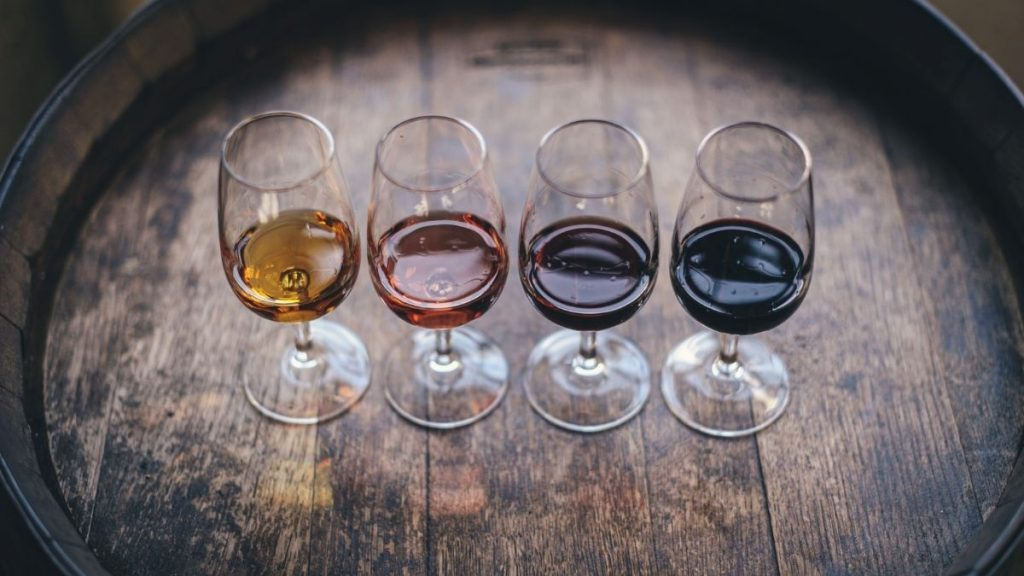 Read more about the article Keto Wine List: The 15 Best Low-Carb Wines (Red and White)
