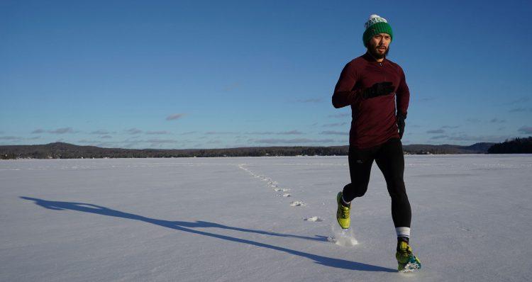 Ein Mann betreibt Laufen als Sportart gegen Stress